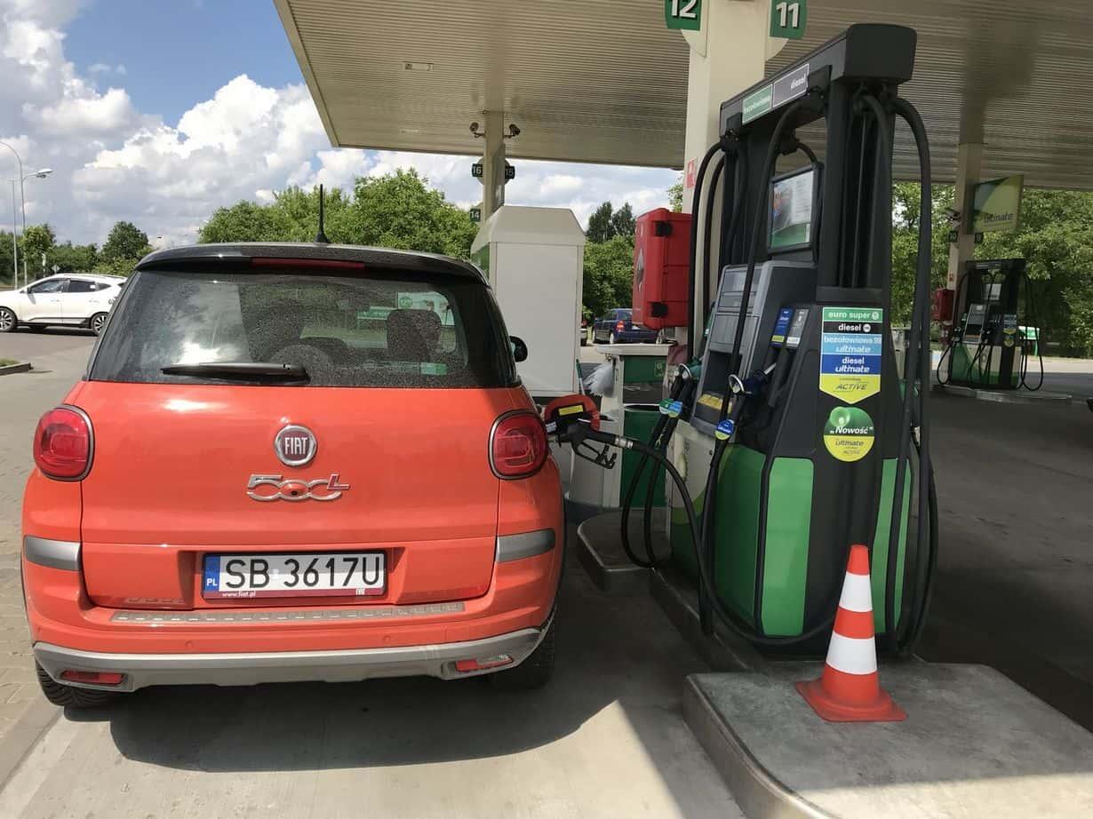 Jedno z naszych aut testowych podczas tankowania paliwa BP