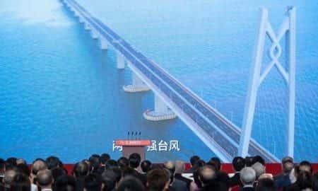 Najdłuższy most na świecie, foto: FRED DUFOUR/AFP / East News