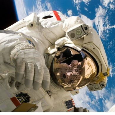 ile zarabia astronauta