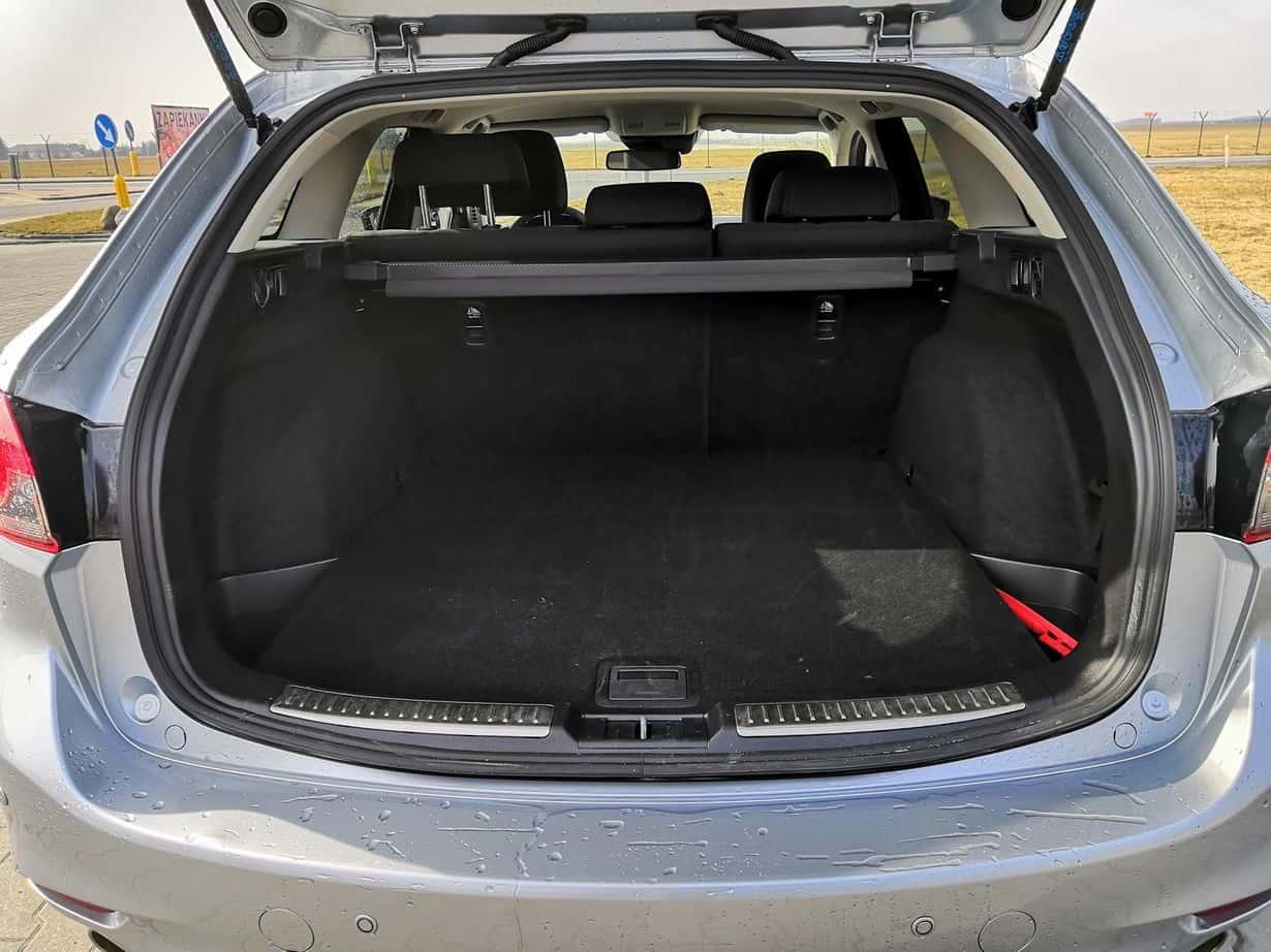 Mazda 6 ma przyzwoitej wielkości bagażnik