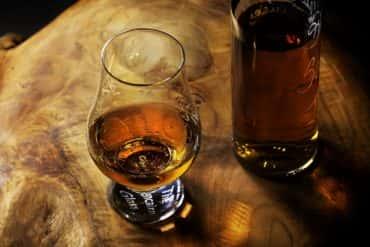 Dlaczego whisky degustuje się, a nie pije?