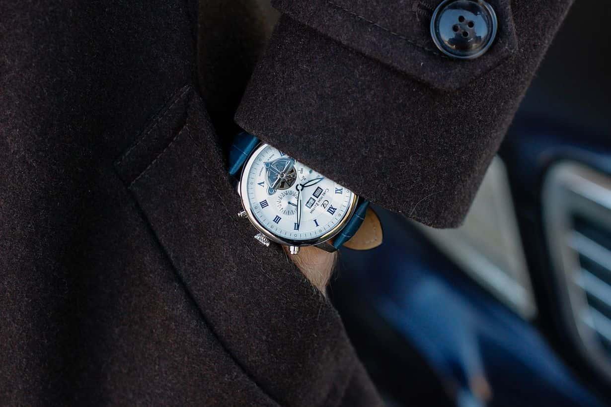 Zegarek do garnituru musi być przede wszystkim elegancki