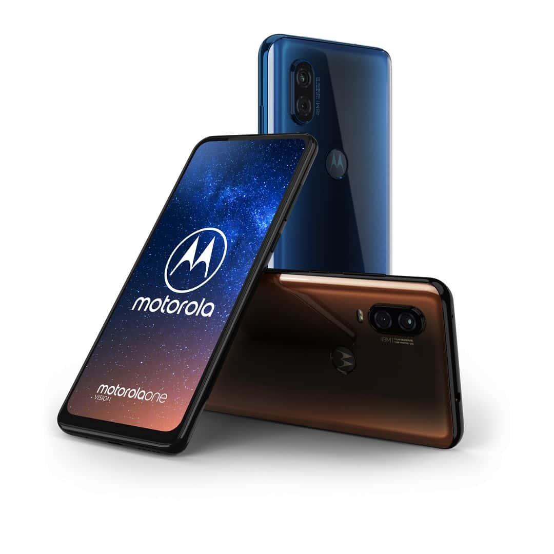 Motorola One Vision dostępna jest w dwóch kolorach. Brązowym i niebieskim.