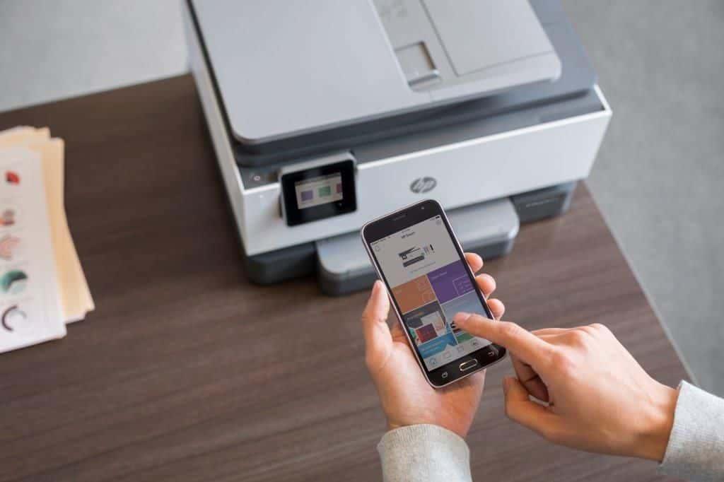 Najnowsza odsłona serii HP OfficeJet Pro oferuje funkcję Smart Tasks pozwalającą na oszczędność czasu podczas wykonywania podstawowych zadań oraz kompaktowy rozmiar dla jeszcze większej wygody użytkowania.