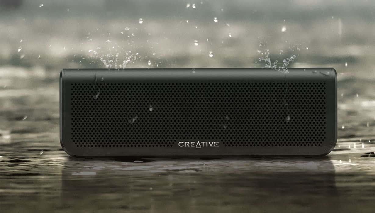 Głośnik Creative Metallix Plus oferuje IPX5. Nie musimy więc martwić się o zachlapanie.