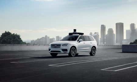 Volvo Cars i Uber prezentują samochód produkcyjny gotowy do jazdy autonomicznej
