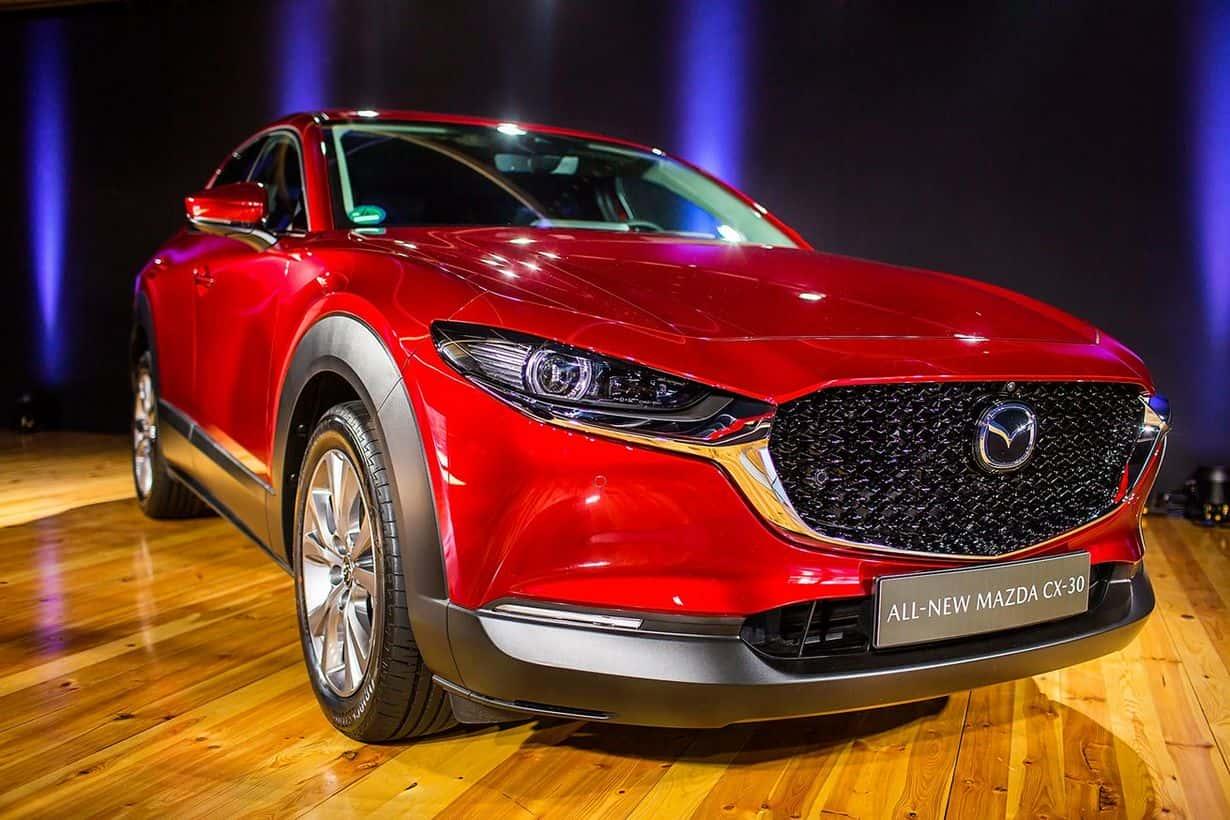 Mazda CX-30 plasuje się pomiędzy kompaktową CX-3 a CX-5