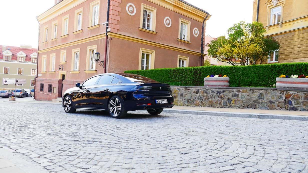 Nowy Peugeot 508 zarówno z przodu, jak i z tyłu, a w zasadzie z każdej strony robi ogromne wrażenie.