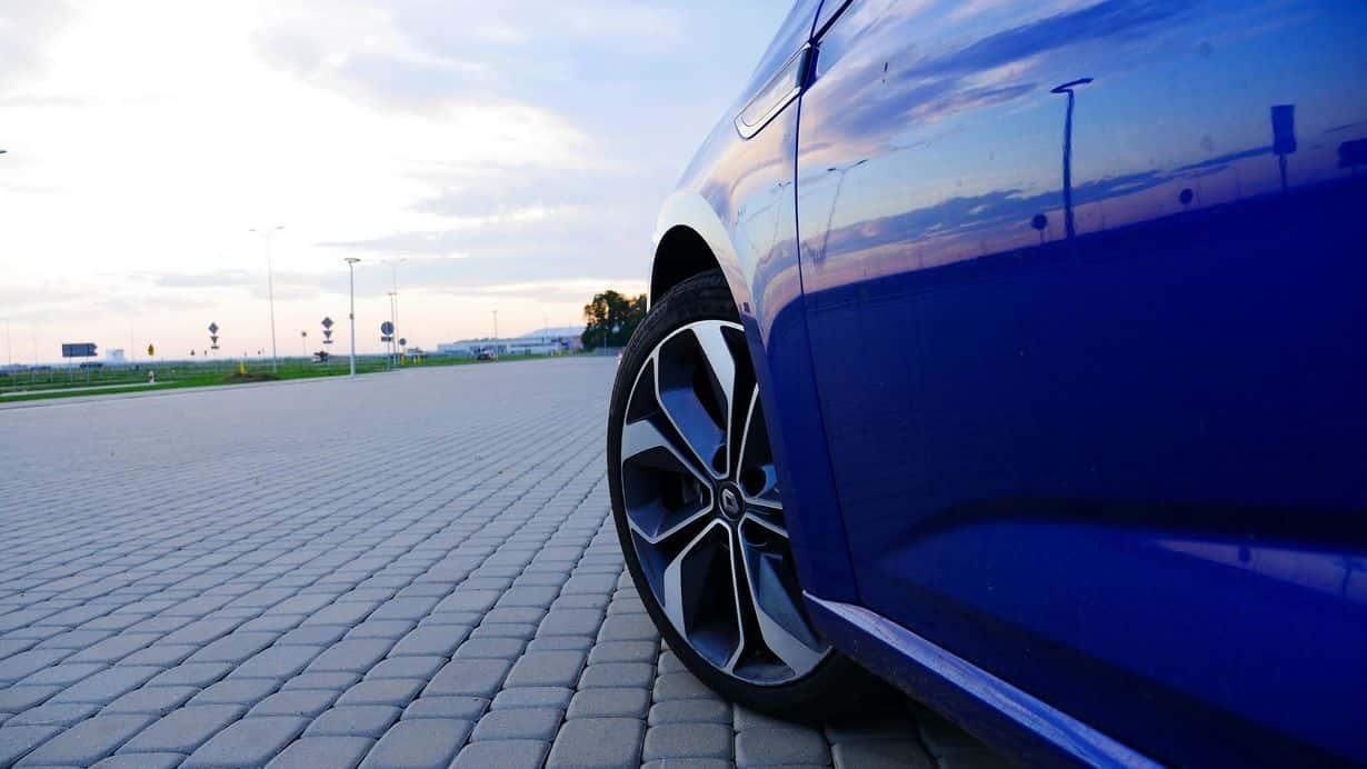 Renault Megane GT Line standardowo oferowany jest z 17-calowymi felgami. Te piękne 18-tki wymagają niewielkiej dopłaty.
