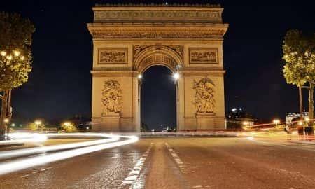 Nike płaci 675 milionów dolarów za budynek w Paryżu