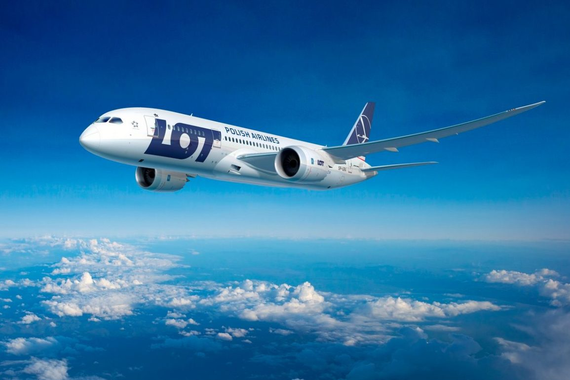 Piloci i stewardessy PLL LOT-u nie zgadzają się na postojowe