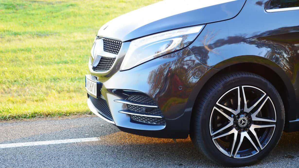 Mercedes Benz Klasa V 300d po liftingu posiada przede wszystkim zmieniony grill i zderzaki. Czy coś jeszcze? Zachęcam do dalszej lektury.