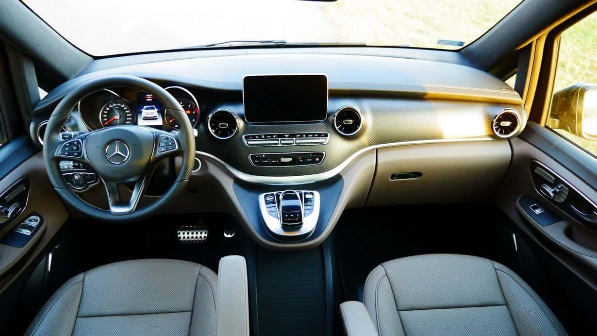 Mercedes Benz Klasa V 300d po liftingu we wnętrzu. Zmian praktycznie... nie widać.