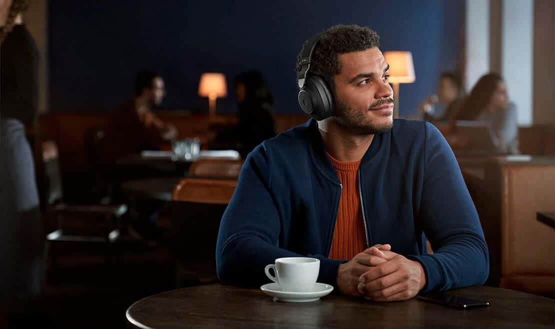 Jabra Elite 85h to bezprzewodowe słuchawki z redukcją szumów. Sprawdźmy, co oferuje ta technologia