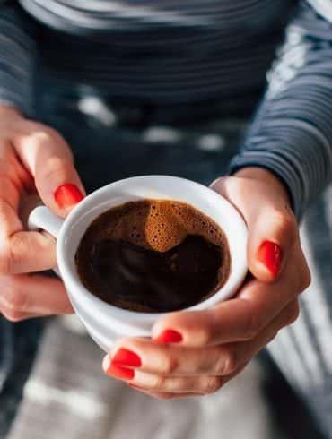 Mocna kawa – co to oznacza i jak ją przygotować?