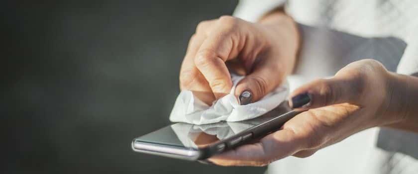 Jak dezynfekować smartfon?