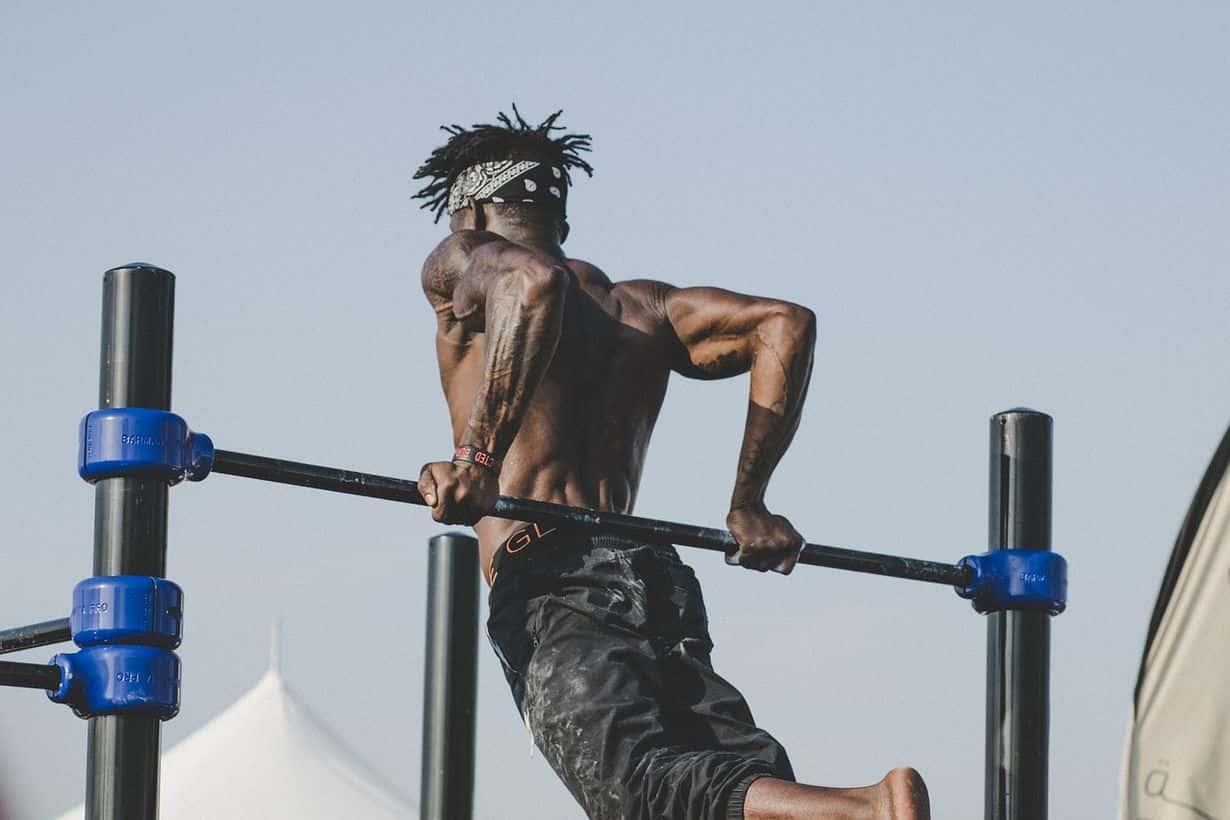 Jak zbudować atletyczną sylwetkę u faceta?