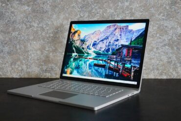 Microsoft Surface Book 3 czy Apple MacBook Pro?