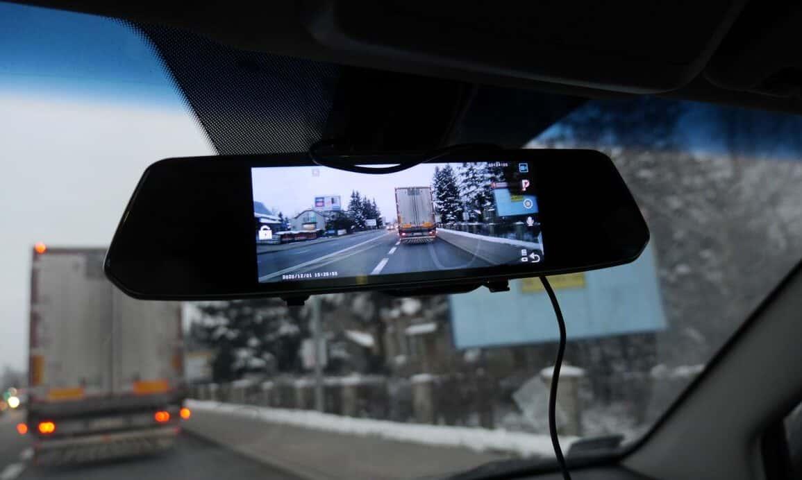 Wideorejestrator Xblitz Park View 2 - kamera samochodowa w lusterku