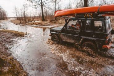 Jak wydostać samochód kiedy się zakopie w błocie?
