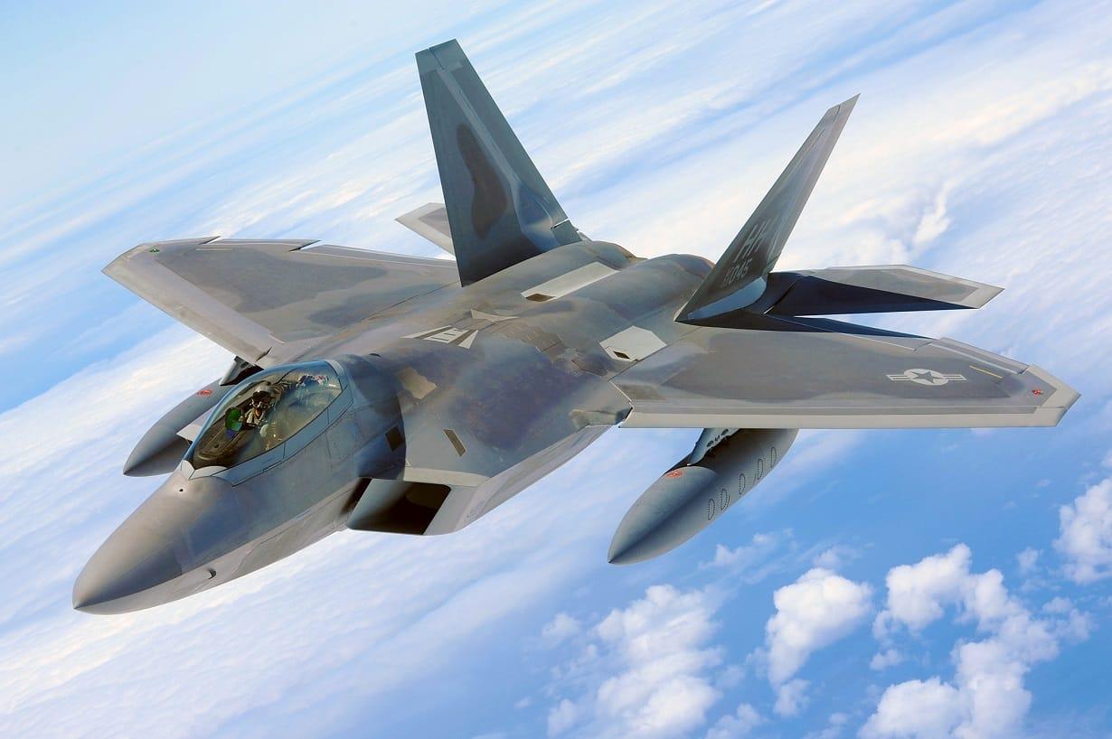 Awaryjne lądowanie F-22 Raptor. Awaria podwozia może sporo kosztować
