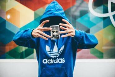 Dlaczego warto wybrać bluzę Adidas?