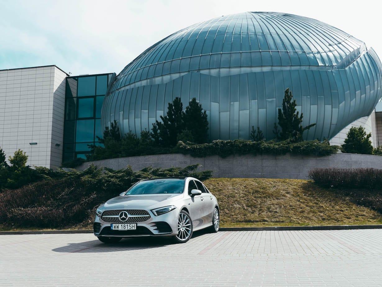Czy warto kupować Mercedesa A250e w sedanie za 250 tys zł? To zależy