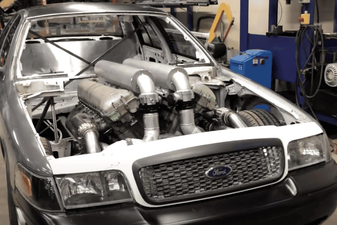 Silnik V12 z czołgu w sedanie Ford Crown Victoria. Da się? Pewnie, że tak!