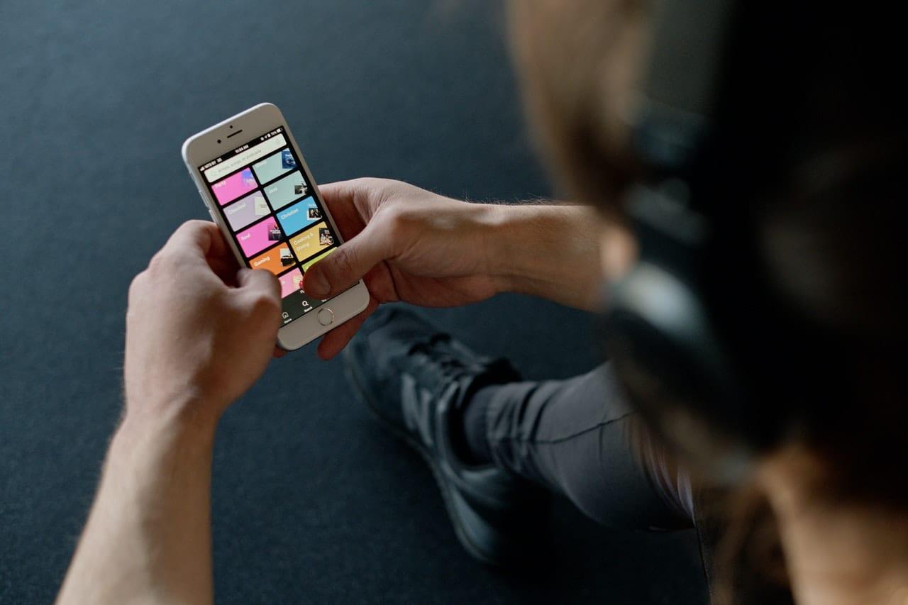 Przyjaciele: Spotkanie po latach - włącz Spotify i posłuchaj playlisty. Spotify Premium.