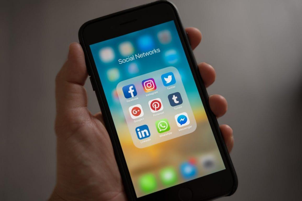 Facebook, to znaczy WhatsApp sugeruje, że czas najwyższy się zdecydować. Albo do 15 maja akceptujesz regulamin, albo twoje konto stanie się bezużyteczne, by finalnie zostało skasowane