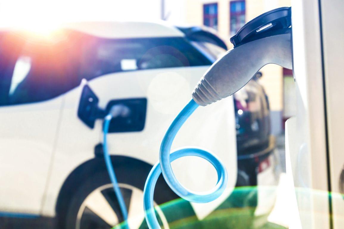 Flotowi klienci DKV mogą zapłacić kartą paliwową za prąd
