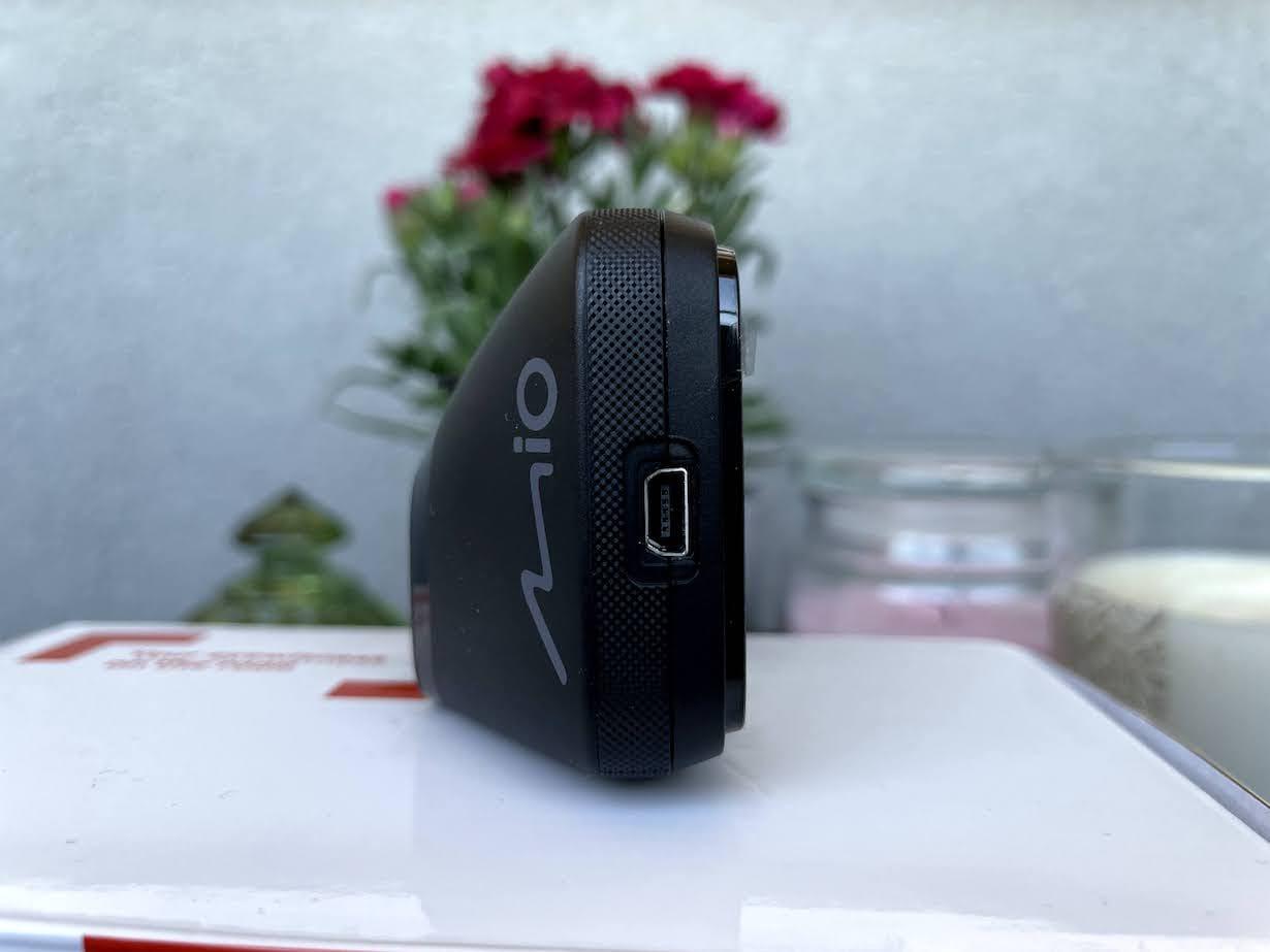 Test Mio Mivue 812 – wideorejestrator z funkcją ostrzeżenia o fotoradarach - kamera samochodowa