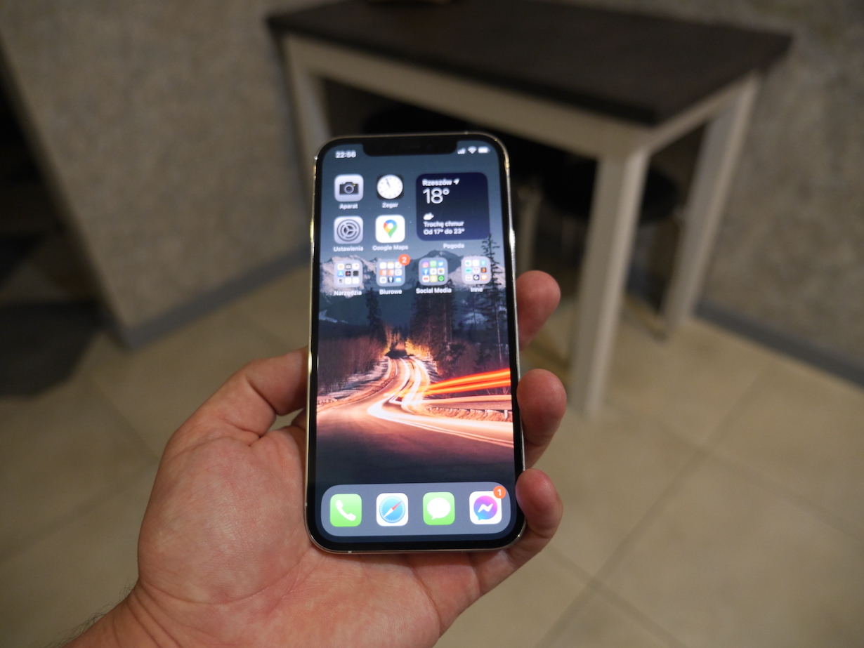Apple iPhone 12 Pro wady i zalety. Warto kupić?