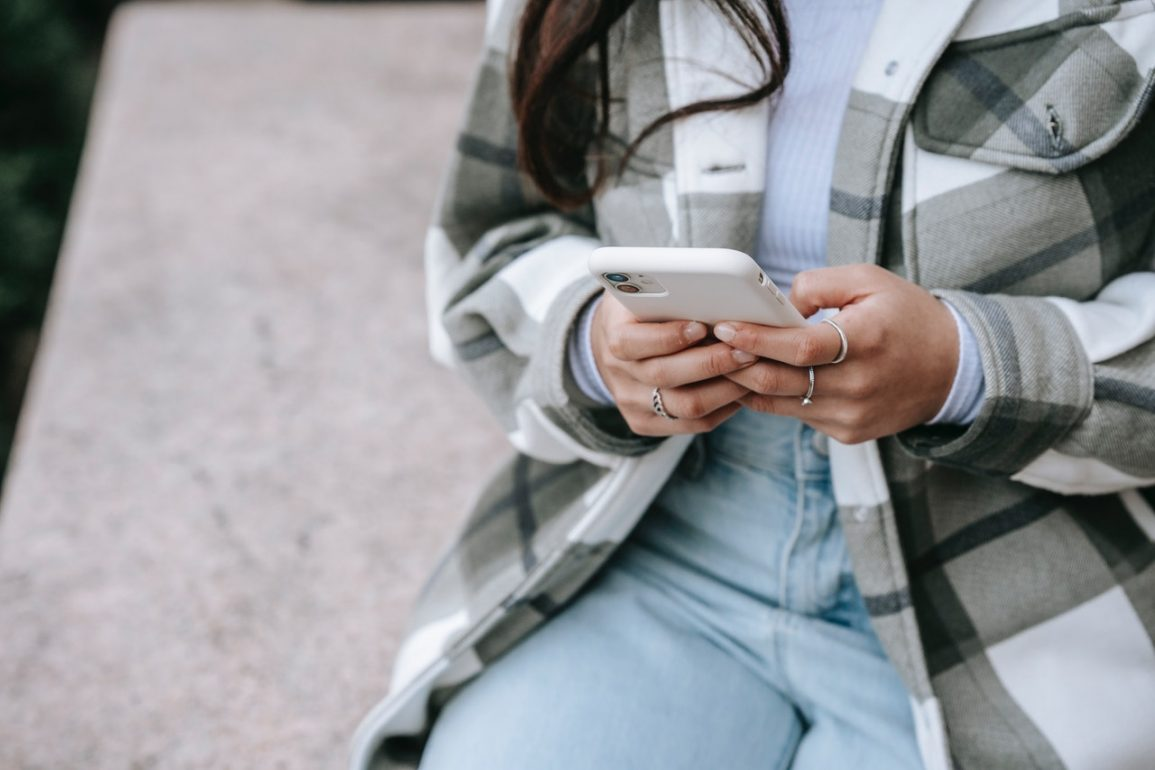 Atak SMShing – jak uchronić się przed oszustwem?