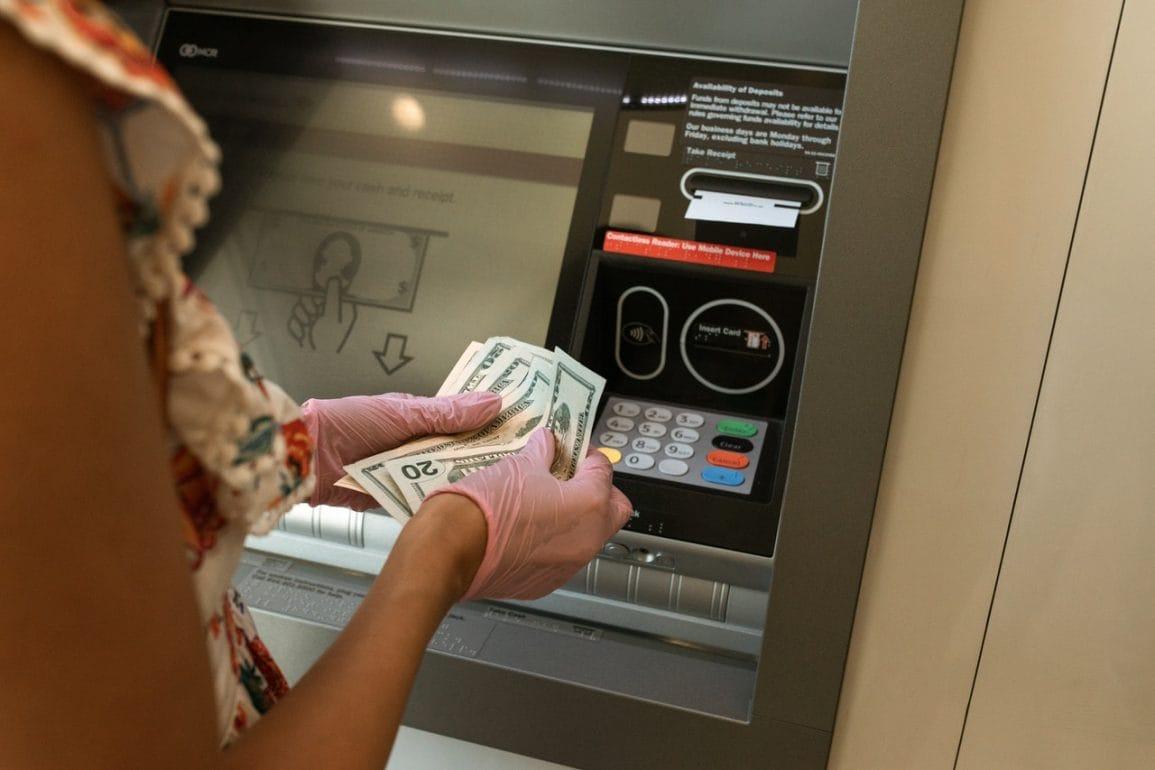 Smartfon z NFC pozwala przejąć bankomat!