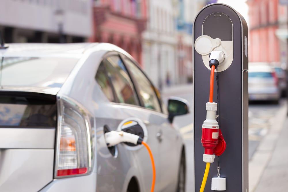 Samochód elektryczny a ubezpieczenie OC - co warto wiedzieć?