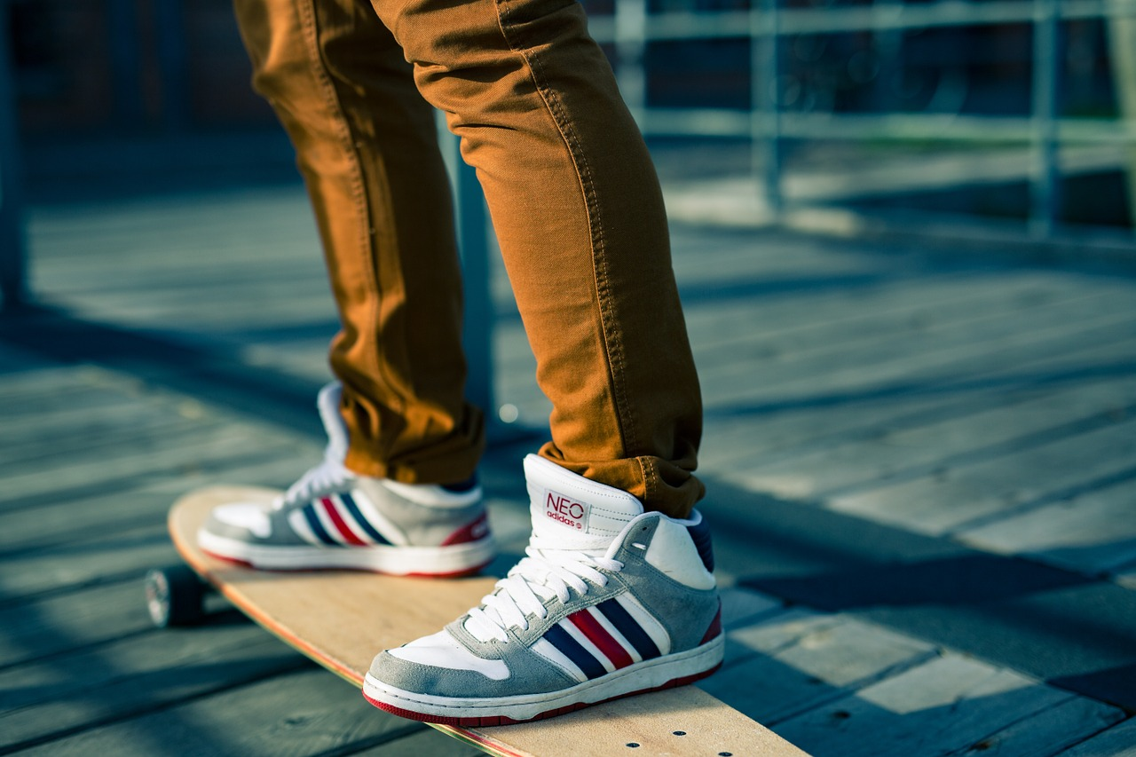 Męskie sneakersy - cztery modele, które pasują do wszystkiego