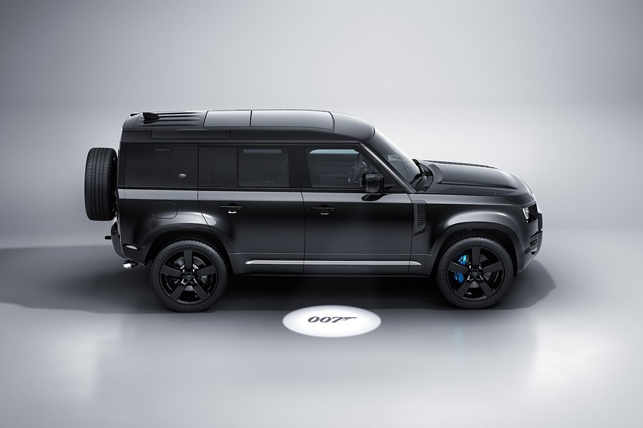Land Rover Defender Bond Edition z V8 pod maską inspirowany filmem