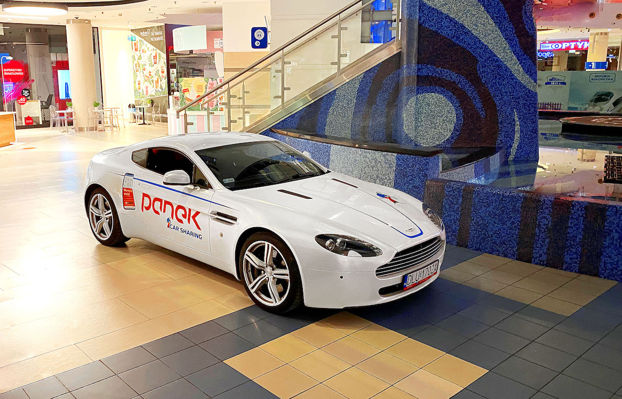 Aston Martin V8 Vantage w ofercie... PANEK Carsharing! Dbajcie o niego...